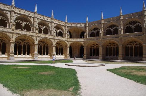 jeronimos courtyard